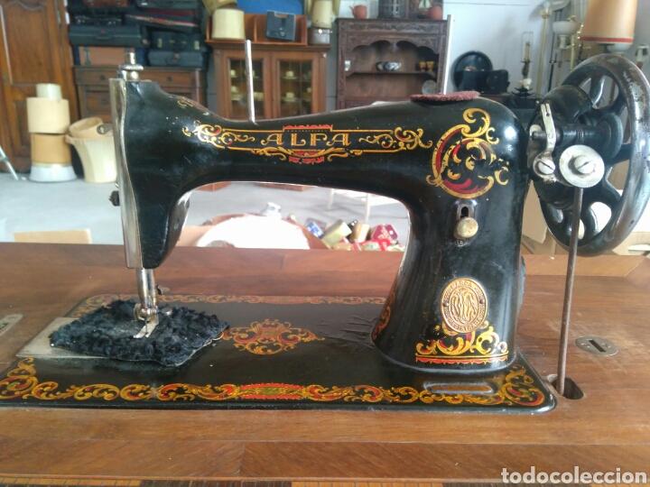 Antigüedades: Maquina de coser de pedal y pie de hierro alfa perfecto estado - Foto 2 - 104263347