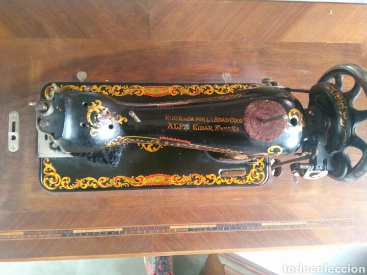 Antigüedades: Maquina de coser de pedal y pie de hierro alfa perfecto estado - Foto 3 - 104263347