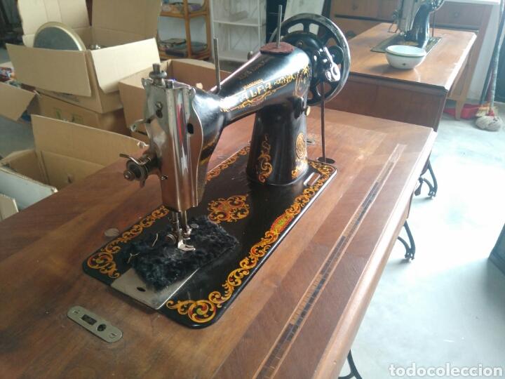 Antigüedades: Maquina de coser de pedal y pie de hierro alfa perfecto estado - Foto 4 - 104263347