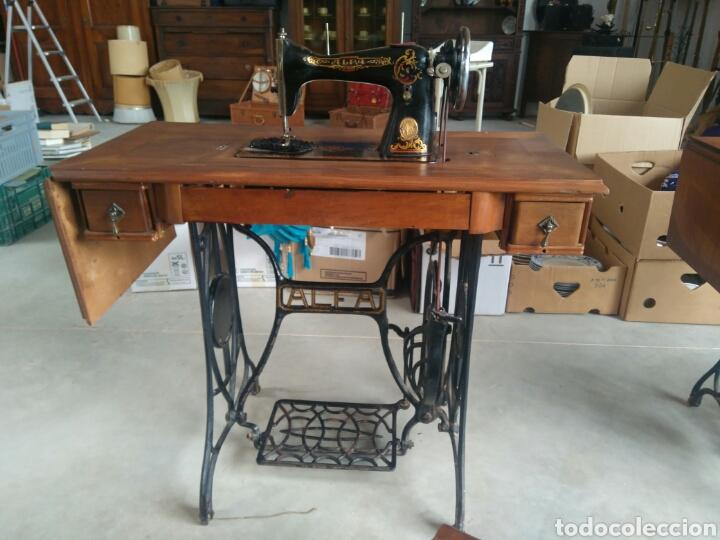 Antigüedades: Maquina de coser de pedal y pie de hierro alfa perfecto estado - Foto 6 - 104263347