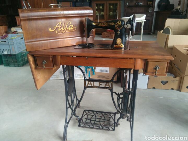 Antigüedades: Maquina de coser de pedal y pie de hierro alfa perfecto estado - Foto 7 - 104263347