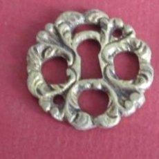 Antigüedades: 2 BOCA LLAVE DE BRONCE - LATÓN // MEDIDAS 3,3 CM. DE DIÁMETRO. Lote 104330443