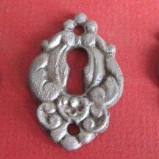 Antigüedades: 2 BOCA LLAVE DE CHAPA NO COGE IMÁN // MEDIDAS 8,6 X 2,6 CM. . Lote 104330495