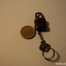 Antigüedades: ANTIGUO Y PEQUEÑO CANDADO RGM FUNCIONA, SOLO TIENE UNA LLAVE. Lote 104341019