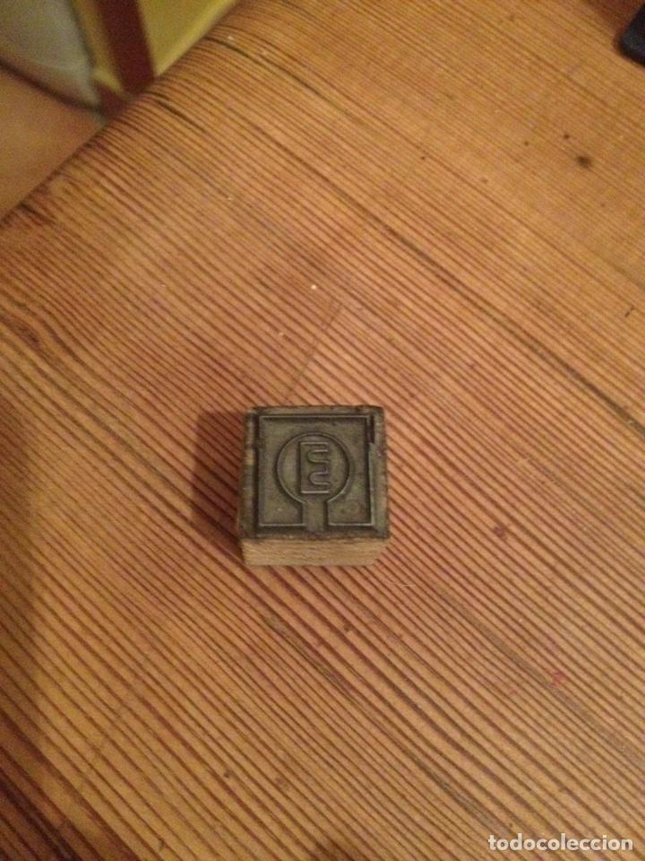 Antigüedades: Sello imprenta E - Foto 2 - 104459126