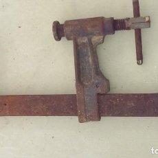 Antigüedades: ANTIGUO SARGENTO O GATO HIERRO MARCA RUKO CORRECTO. Lote 104491011