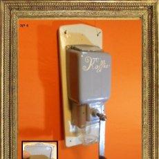 Antigüedades: ART DECO MOLINO DE CAFÉ DE PARED (PEDE) EN HIERRO, MADERA, Y VIDRIO 1920. Lote 104511691