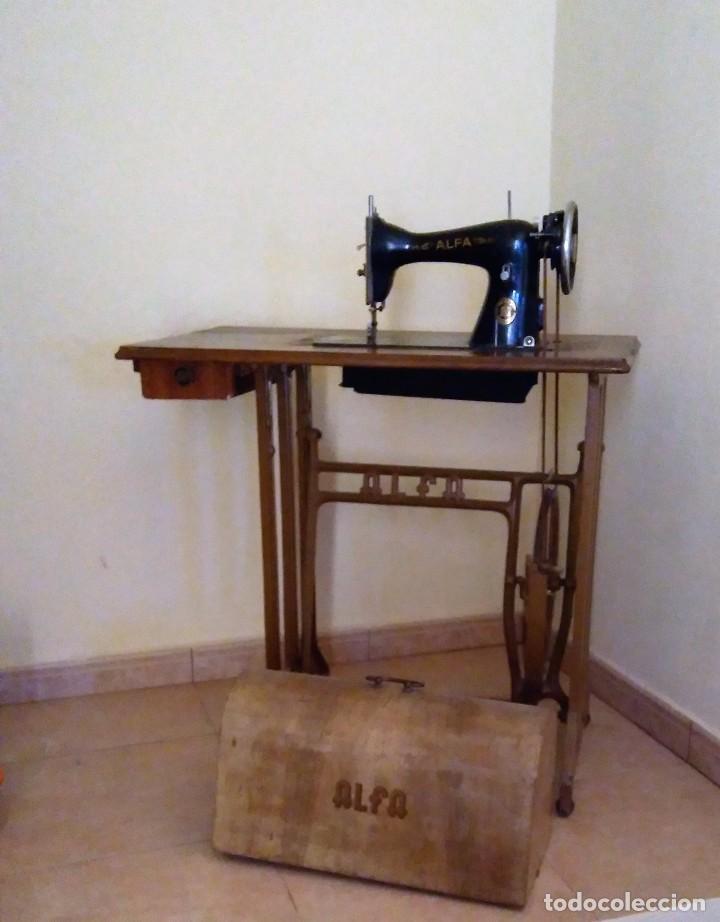 Antigüedades: Maquina de coser Alfa - Foto 2 - 104604547