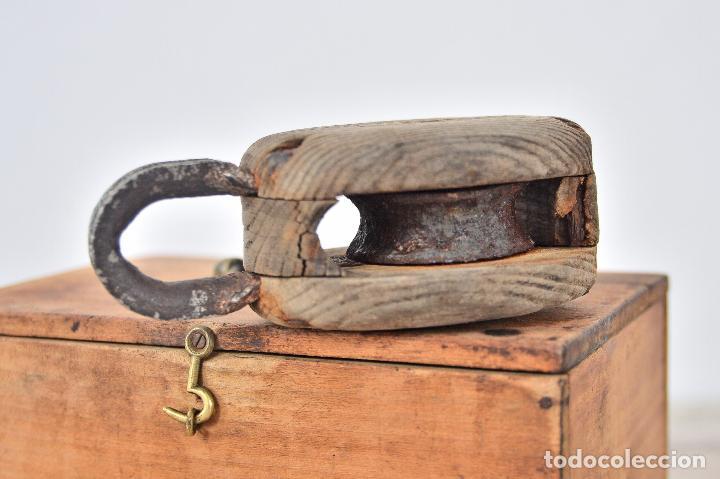 Antigüedades: ANTIGUA POLEA DE BARCO CON RUEDA DE HIERRO - PASTECA O ROLDANA GARRUCHA DE MADERA Y ANILLA - Foto 3 - 107676402