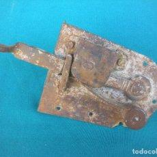 Antigüedades: PESTILLO CERRADURA FORJA.. Lote 104689787