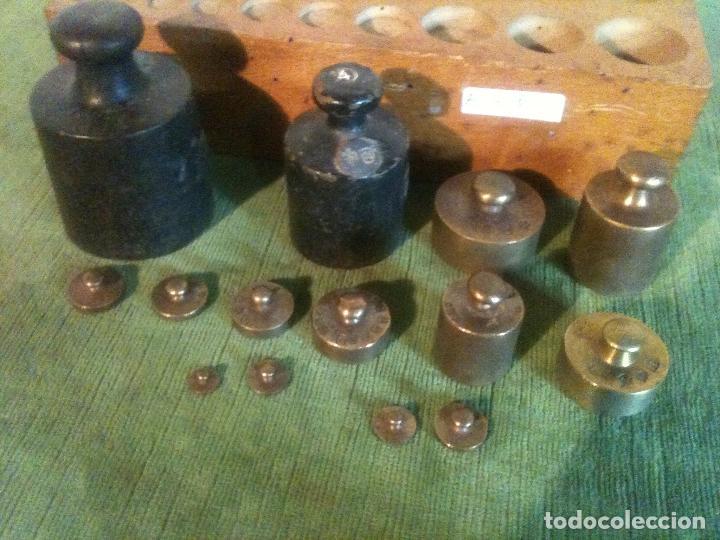 Antigüedades: FABULOSO ANTIGUO Y COMPLETO JUEGO DE 14 PESAS DE 1 g a 1000 g (A01) - Foto 2 - 104690711