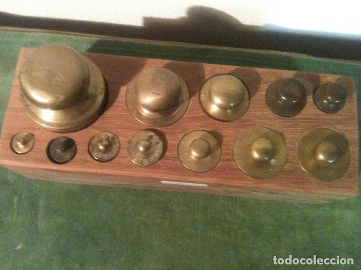 Antigüedades: CURIOSO, RARO, ANTIGUO Y COMPLETO JUEGO DE 12 PESAS DE BRONCE (D03) - Foto 2 - 104744759
