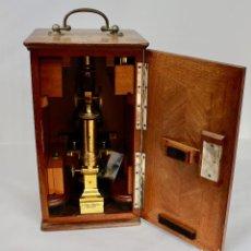 Antigüedades: MICROSCOPIO E. LEITZ WETZLAR, Nº SERIE 15.399-APROX.1850-FABRICADO EN ALEMANIA-CAJA CAOBA ORIGINAL. Lote 104858939