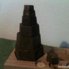 Antigüedades: BONITO JUEGO DE 7 PESAS EXAGONALES DE HIERRO DESDE 50G A 2 KG (S02). Lote 105031827