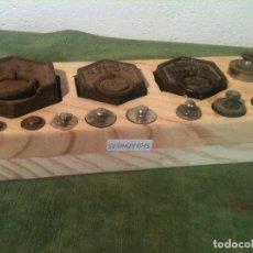 Antigüedades: BONITO Y COMPLETO JUEGO DE 13 PESAS DE HIERRO DESDE 1G HASTA 1KG (S03). Lote 105032531