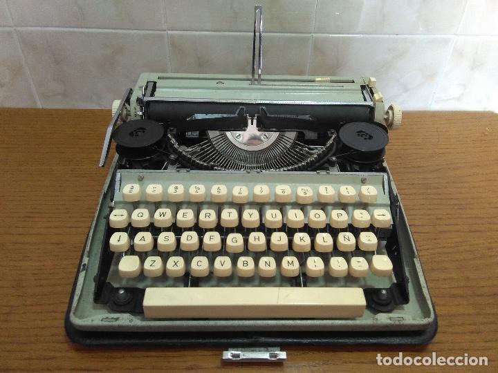 Antigüedades: Máquina de escribir Maritsa 12 Especial años 70!!! - Foto 2 - 105039759