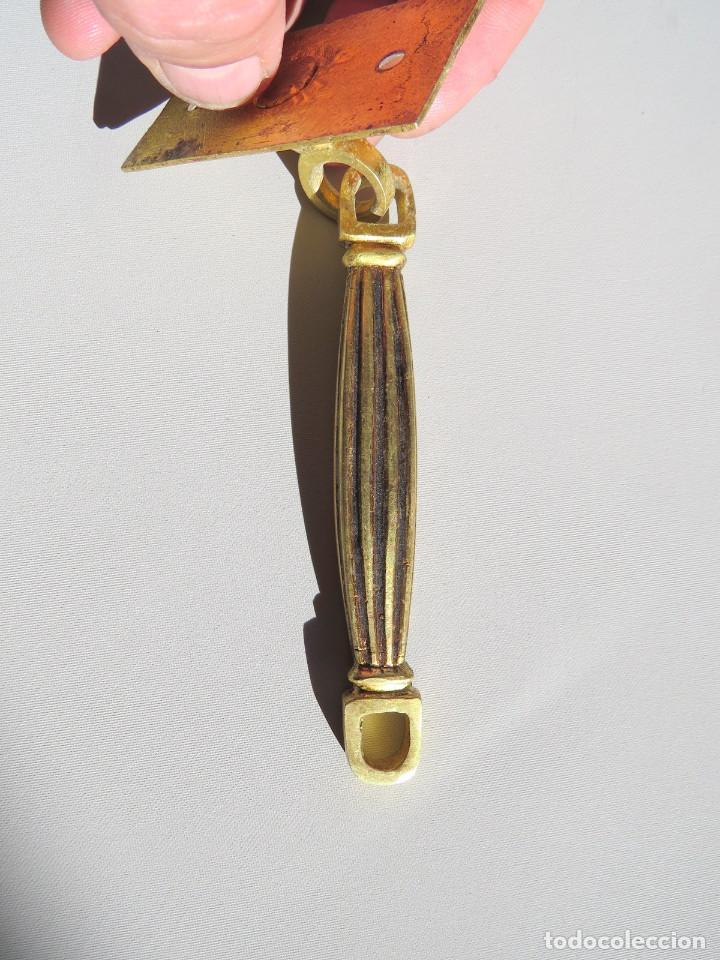 Antigüedades: DOS TIRADORES ANTIGUOS DE BRONCE DORADO - Foto 7 - 186033747