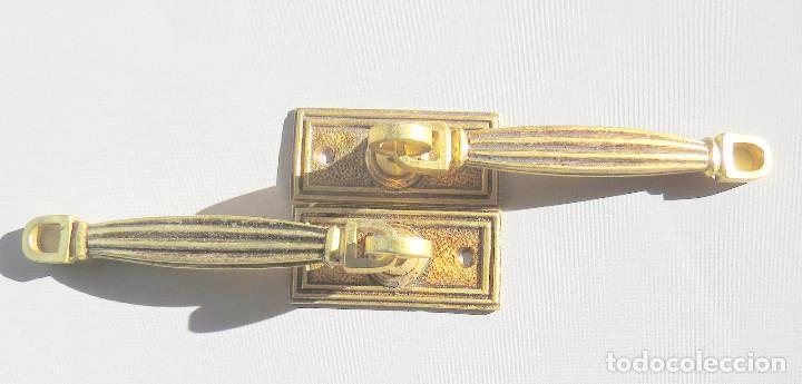Antigüedades: DOS TIRADORES ANTIGUOS DE BRONCE DORADO - Foto 10 - 186033747