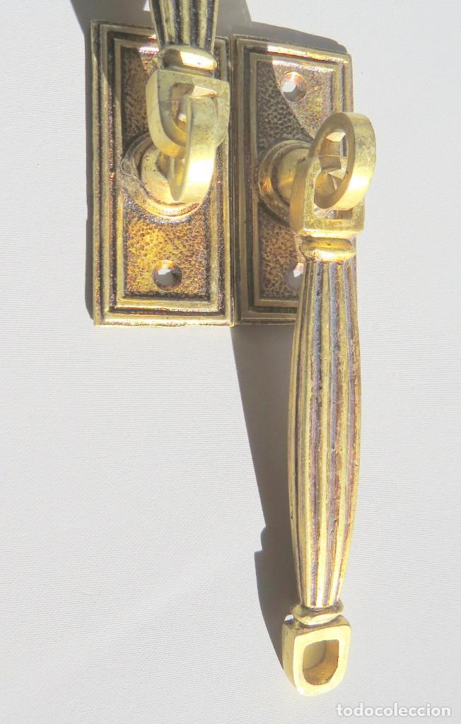 Antigüedades: DOS TIRADORES ANTIGUOS DE BRONCE DORADO - Foto 11 - 186033747
