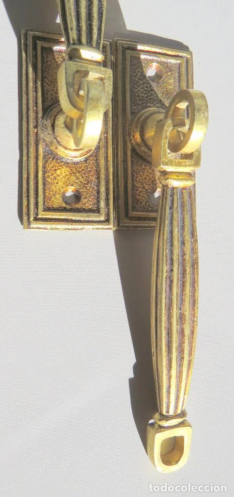 Antigüedades: DOS TIRADORES ANTIGUOS DE BRONCE DORADO - Foto 12 - 186033747