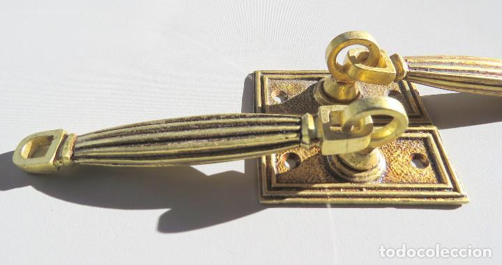 Antigüedades: DOS TIRADORES ANTIGUOS DE BRONCE DORADO - Foto 13 - 186033747