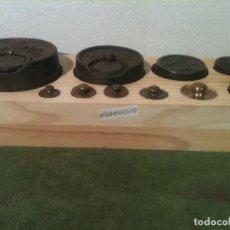 Antigüedades: HERMOSO JUEGO DE 10 ANTIGUAS PESAS DE HIERRO Y BRONCE DE 10G A 2KG (V02). Lote 105127055