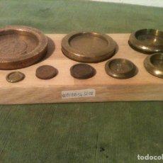 Antigüedades: MAGNIFICO JUEGO DE 8 ANTIGUAS PESAS BRONCE DE 1/4 ONZA A 2 LIBRAS (W03). Lote 105129875