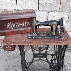 Antigüedades: MÁQUINA DE COSER ANTIGUA INDUSTRIAL HELVETIA PROCEDENTE DE SUIZA 1905 MAQUINA DE COSER RETRO VINTAGE. Lote 105224647