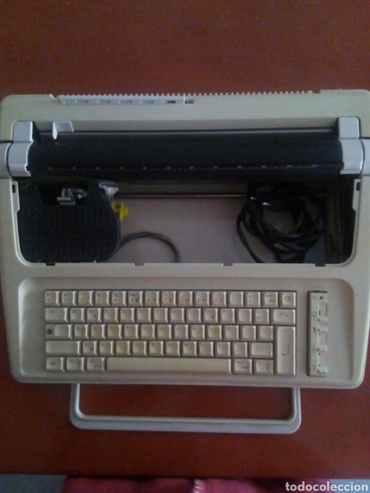 Antigüedades: Máquina escribir eléctrica Carrera Olympia - Foto 2 - 105237740