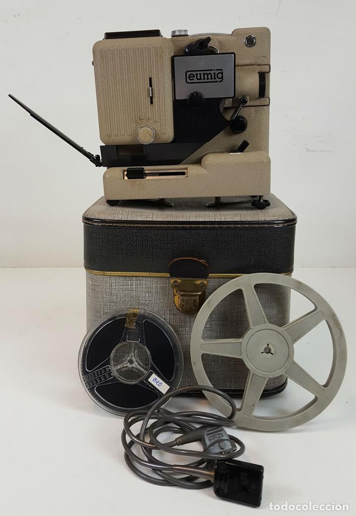 PROYECTOR EUMIG P8. FABRICADO EN AUSTRIA. MALETA ORIGINAL. 1950. (Antigüedades - Técnicas - Aparatos de Cine Antiguo - Proyectores Antiguos)