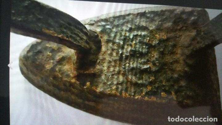 Antigüedades: ANTIGUA PLANCHA DE HIERRO DEL SIGLO XIX - Foto 2 - 105326679
