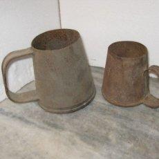 Antigüedades: DOS MEDIDAS DE HIERRO PARA LIQUIDOS ++MUY ANTIGUAS++. Lote 105363044