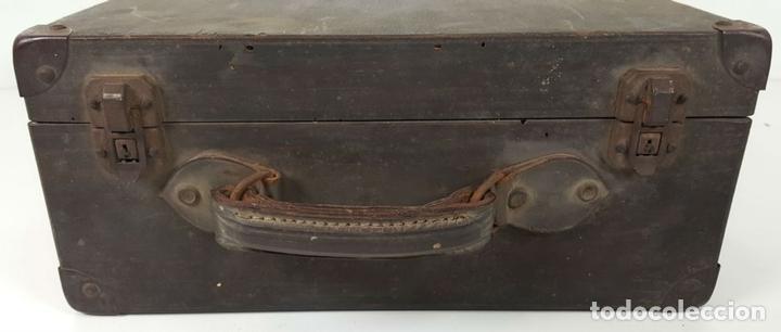 Antigüedades: PROYECTOR EUMIG. FABRICADO EN AUSTRIA. MALETA DE MADERA. CIRCA 1950. - Foto 2 - 133501049