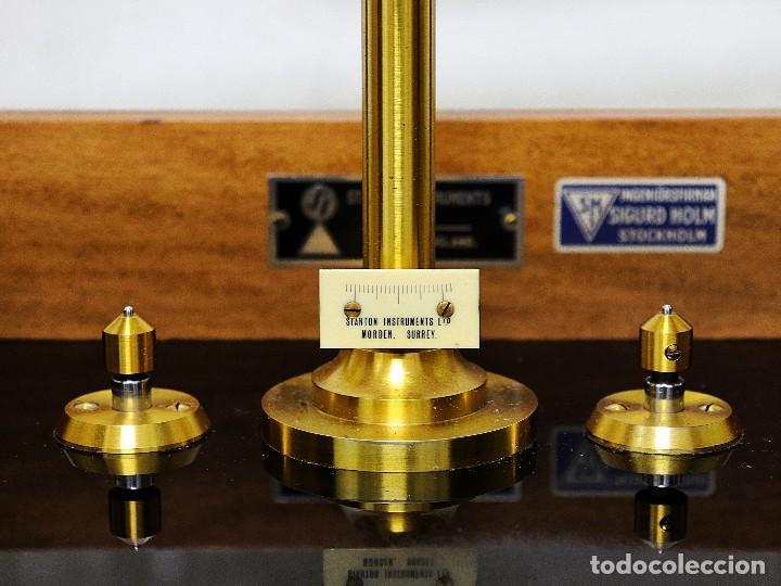 Antigüedades: Antigua balanza de precisión de origen inglés de los años 1940 con sus pesas originales. - Foto 12 - 105567491