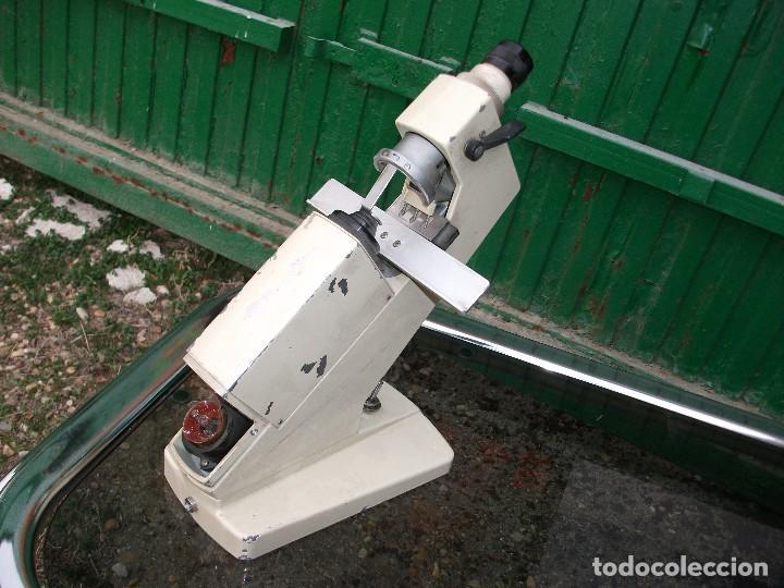 Antigüedades: Antiguo lensómetro frontofocometro aparato optico portatil antiguo marca Inami Tokyo Japón altura 30 - Foto 3 - 105622659