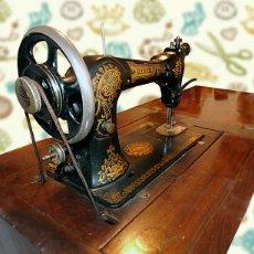 Antigüedades: ANTIGUA MÁQUINA DE COSER WERTHEIM. Lote 89218180