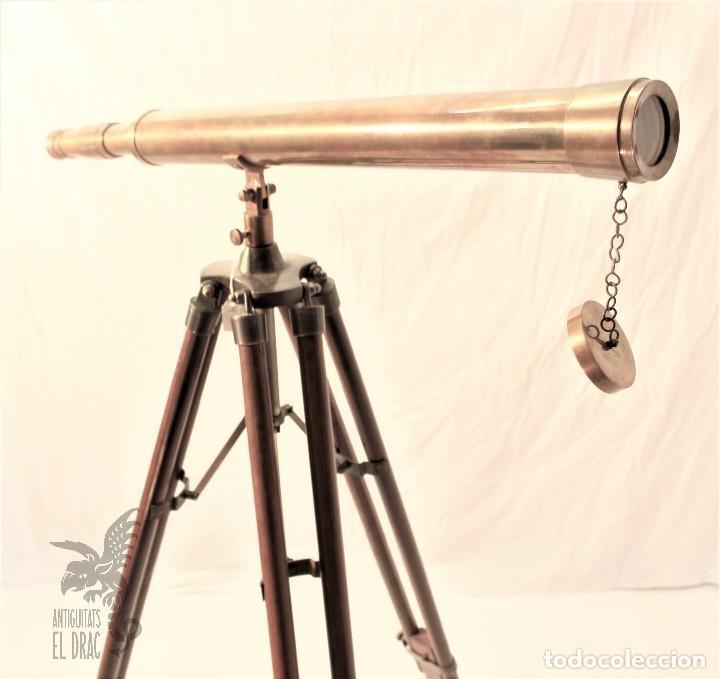 TELESCOPIO DE LATÓN CON TRÍPODE DE MADERA (Antigüedades - Técnicas - Otros Instrumentos Ópticos Antiguos)