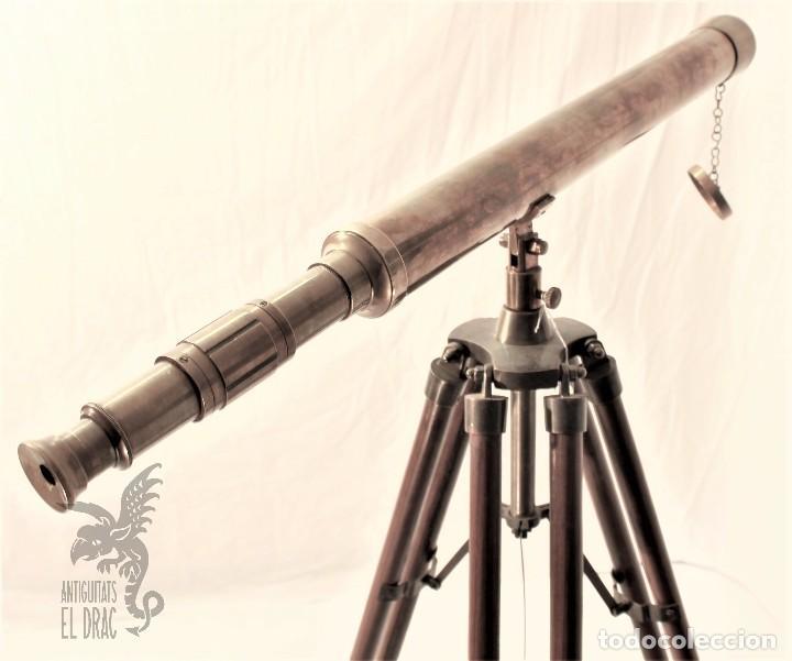 Antigüedades: TELESCOPIO DE LATÓN CON TRÍPODE DE MADERA - Foto 2 - 105646471