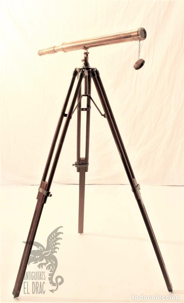 Antigüedades: TELESCOPIO DE LATÓN CON TRÍPODE DE MADERA - Foto 4 - 105646471