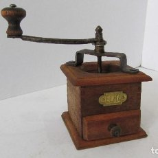 Antigüedades: MOLINILLO CAFE DE MADERA - ELMA. Lote 105841179
