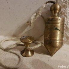 Antigüedades: ANTIGUA PLOMADA DE OBRA DE BRONCE. Lote 105939283