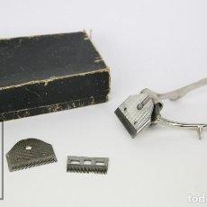 Antigüedades: ANTIGUA CORTADORA MANUAL DE PELO / MAQUINA PARA CORTAR EL PELO - GURELAN - AÑOS 50-60. Lote 106186867