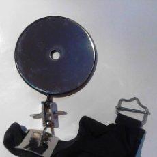 Antigüedades: ANTIGUO ESPEJO MÉDICO - 9 CM DIAMETRO- CON SU CAJA. Lote 106190851