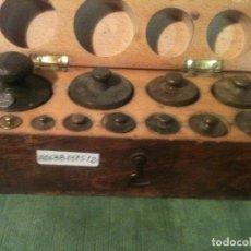 Antigüedades: BONITO ESTUCHE DE ANTIGUAS PESAS DE 1 G A 500 G (A06). Lote 106572451