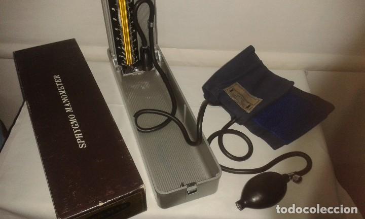 Antigüedades: Lote de antiguo aparato medico tensiometro manometro de mercurio y 2 estetoscopios / fonendoscopios - Foto 3 - 139249613