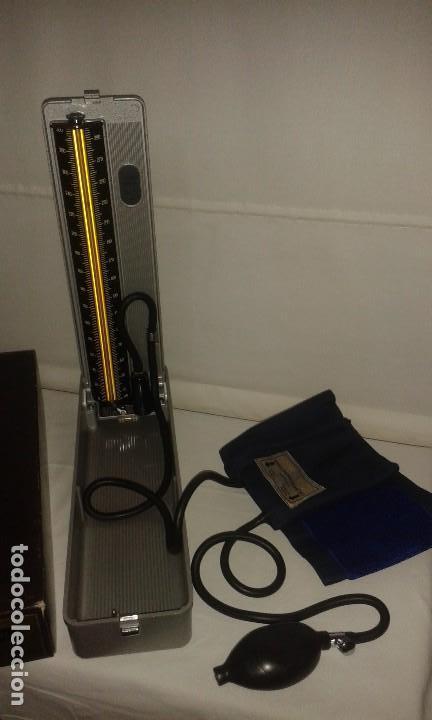 Antigüedades: Lote de antiguo aparato medico tensiometro manometro de mercurio y 2 estetoscopios / fonendoscopios - Foto 17 - 139249613