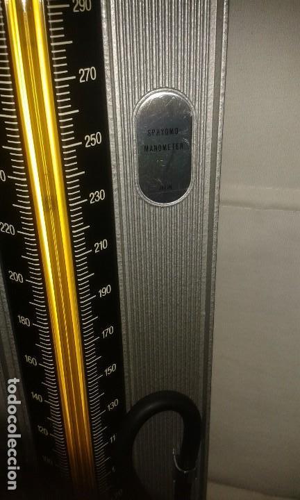 Antigüedades: Lote de antiguo aparato medico tensiometro manometro de mercurio y 2 estetoscopios / fonendoscopios - Foto 19 - 139249613