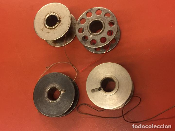 Antigüedades: Lote de 4 canillas para maquina de coser de diferentes modelos o tamaño - Foto 2 - 106613943