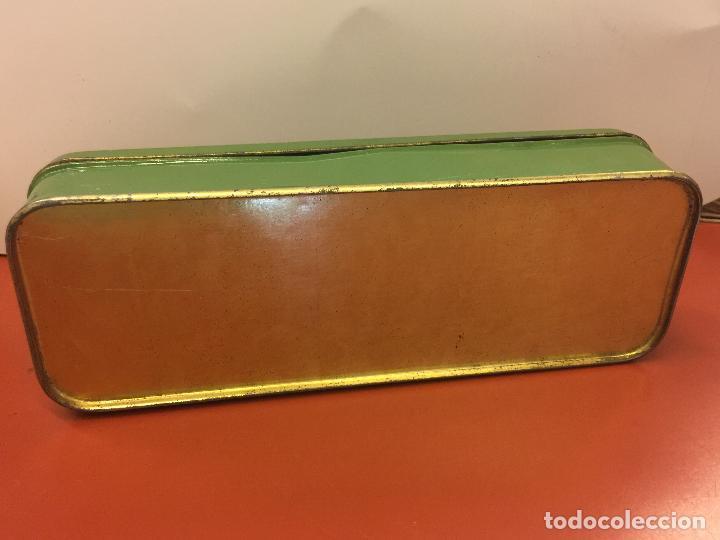 Antigüedades: Cajita original de lata, para maquina de coser ALFA, con el logotipo en relieve en la tapa. - Foto 4 - 106614555