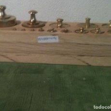 Antigüedades: ESPLENDIDO TACO CON 14 ANTIGUAS PESAS DE BRONCE DESDE 1G A 1KG (E04). Lote 106638651